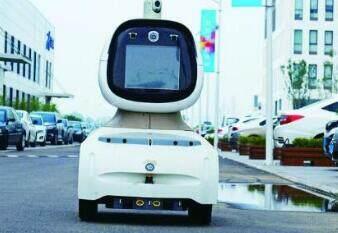胶州一企业研发智能安防机器人 可抵仨保安