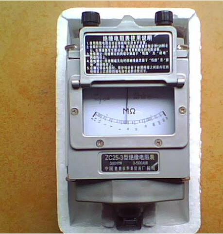 常用手摇直流发电机式 兆欧表的测量机构见图.