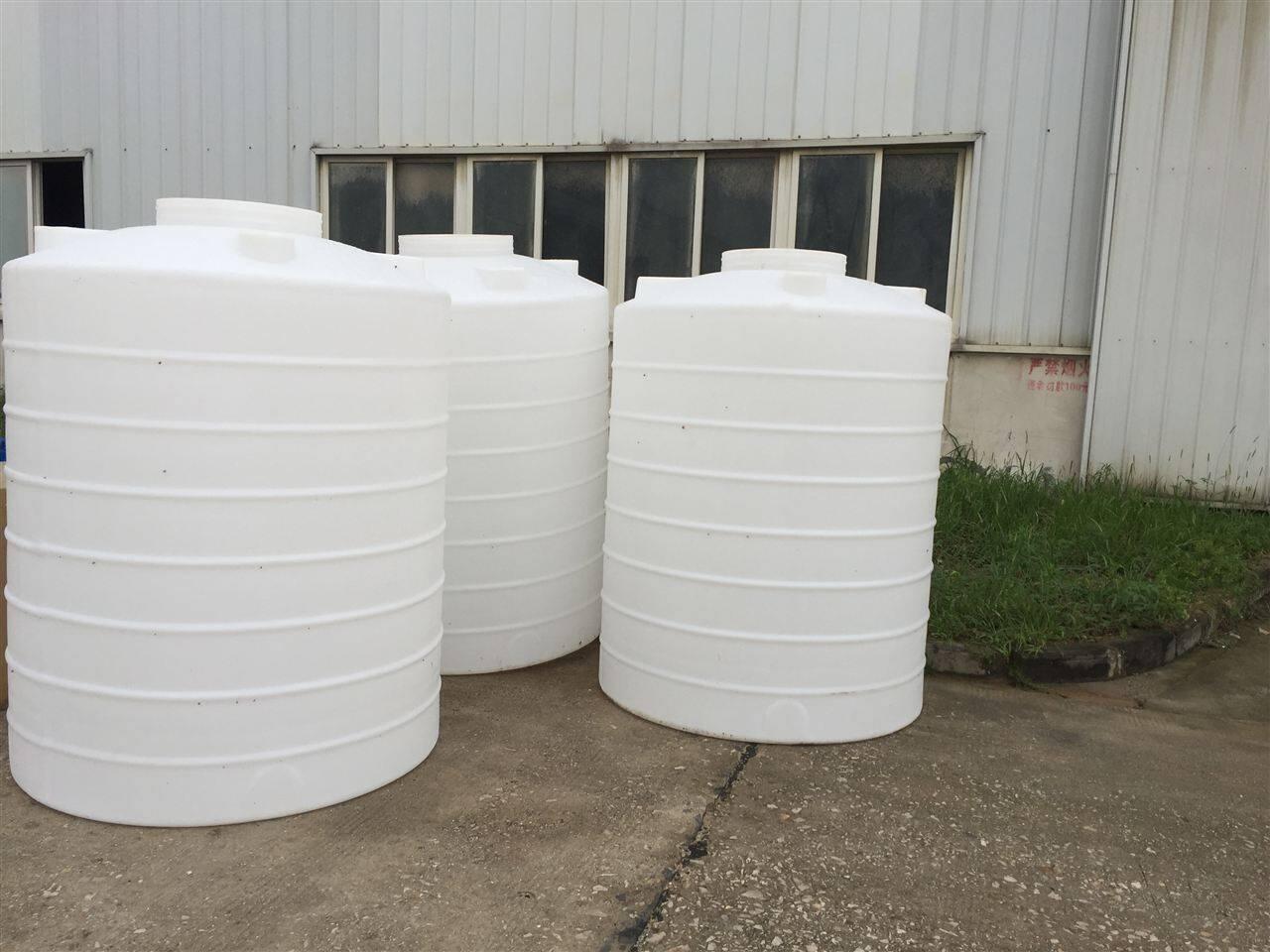 那就武汉诺顺吧,武汉诺顺塑业是专业生产各种塑料系列水箱,水塔,圆桶