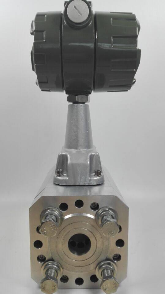 (四)有关超声波天然气管道流量计 该种流量计主要是一种经过监测性流体所产生的脉冲测量仪表,也是最近几年中发展较快的流量统计方式之一,它在液化的天然气中十分常见。对超声波的流量计使用可以很快的实现不用触摸就可以进行测量,而在整个测量中并没有压力上的损失以及在流动阻挠上是测量。但是,其实际的测量精度也会直接受到流体清洁度的直接影响。 二、有关新型天然气管道流量计的实际应用 随着我国相关计量的快速发展,后来的石油天然气的流量计系统已经发展到六种计量标准,并且其实际的天然气管道在流量计的运输上也呈现出多种特征。